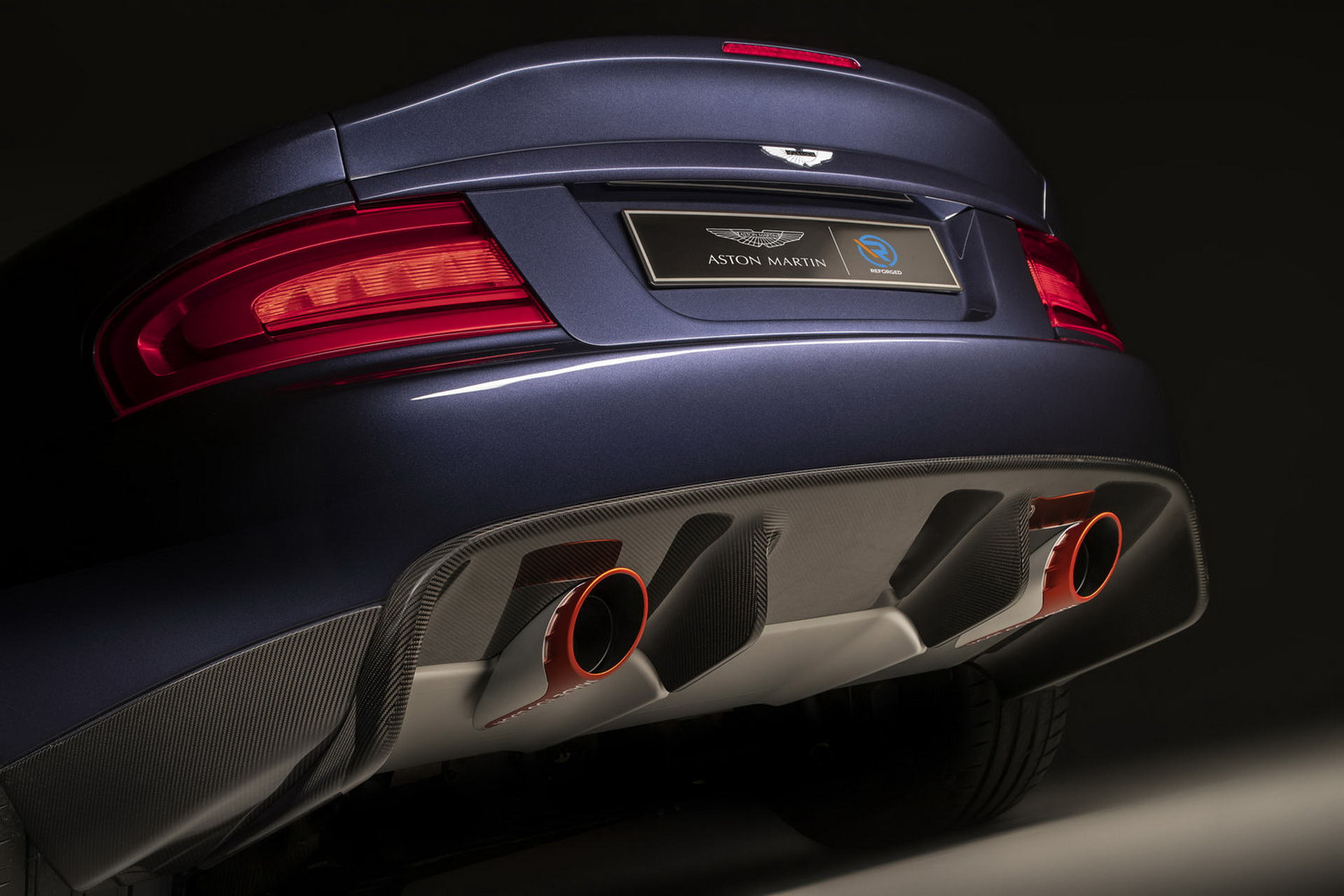 Aston Martin Vanquish 25 Exhaust Pipes
