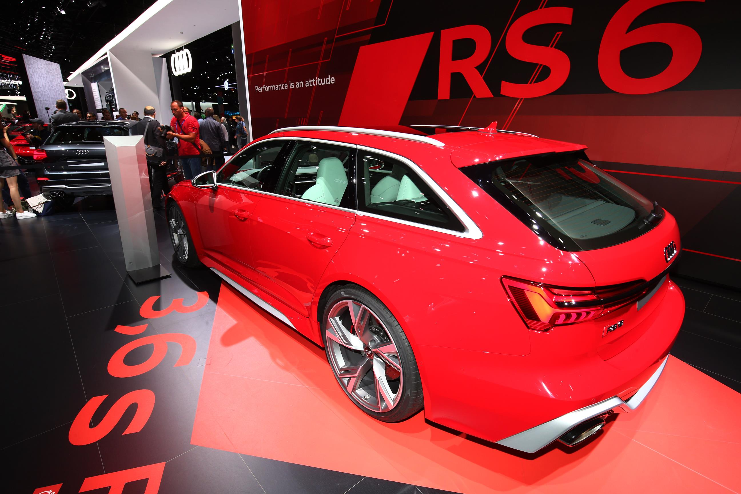 Audi RS6 Avant Red