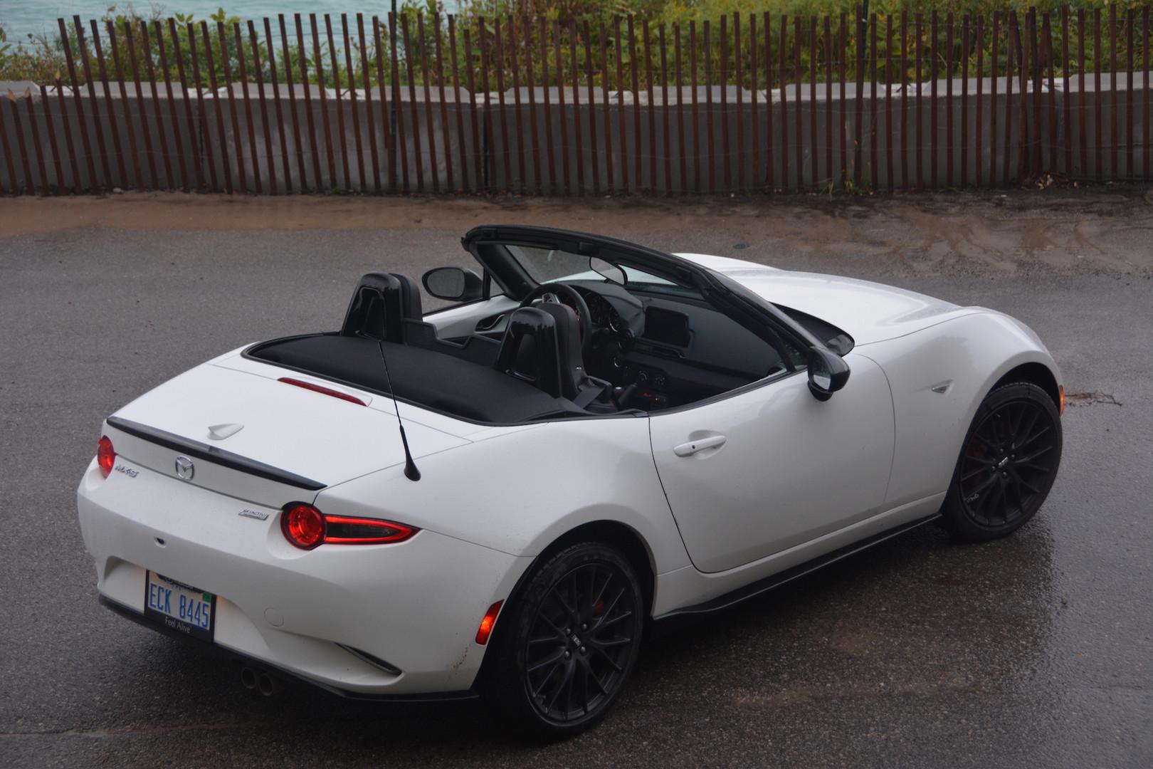 White Mazda MX-5