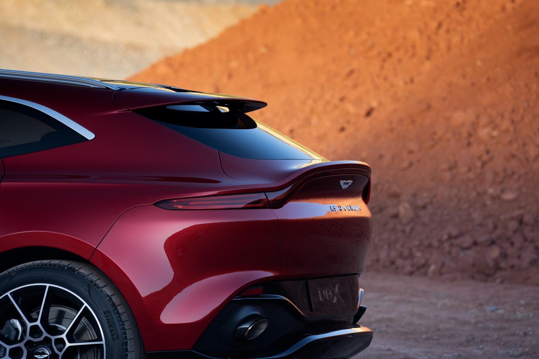 Aston Martin DBX Spoiler