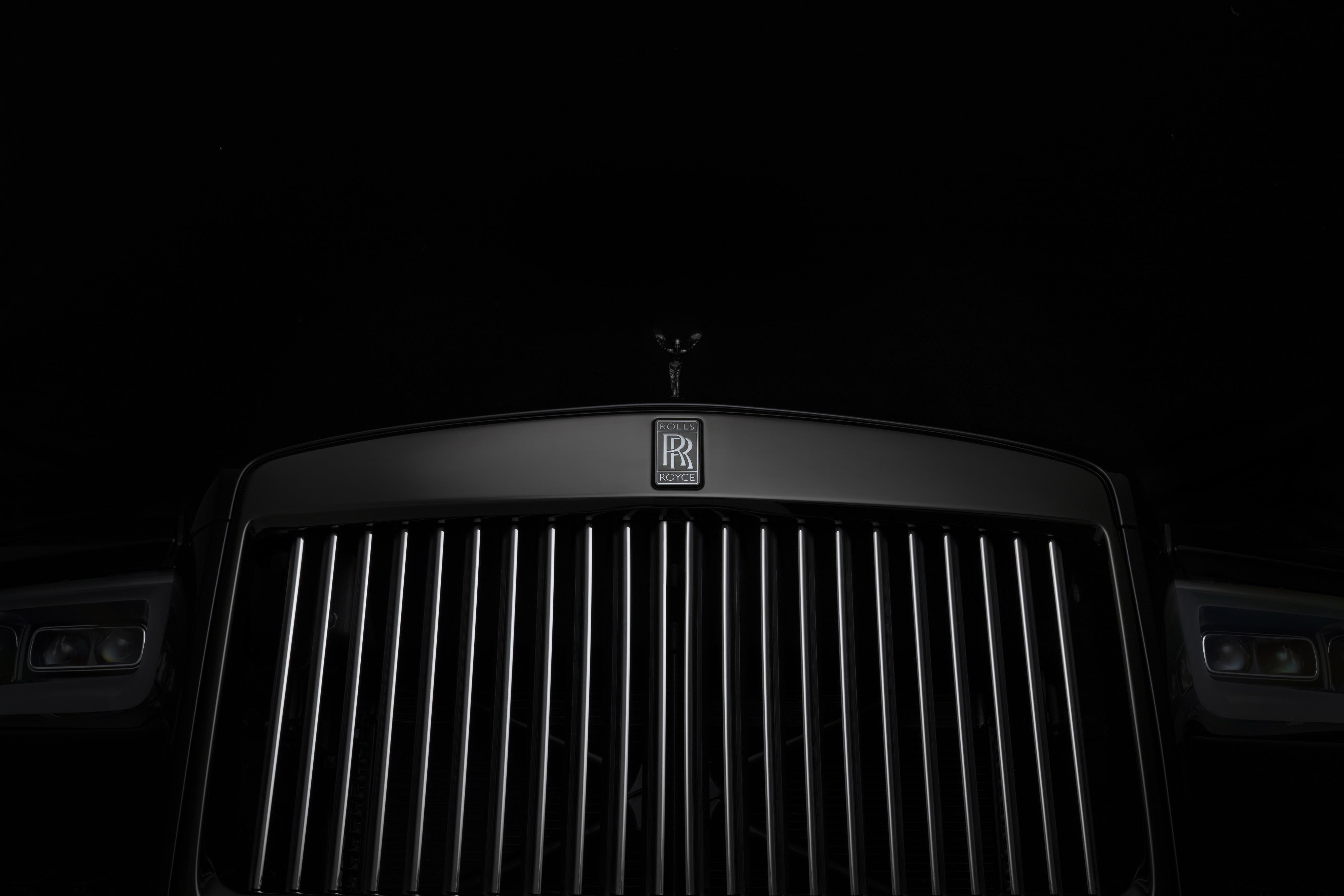 Rolls-Royce Cullinan Black Badge Grille
