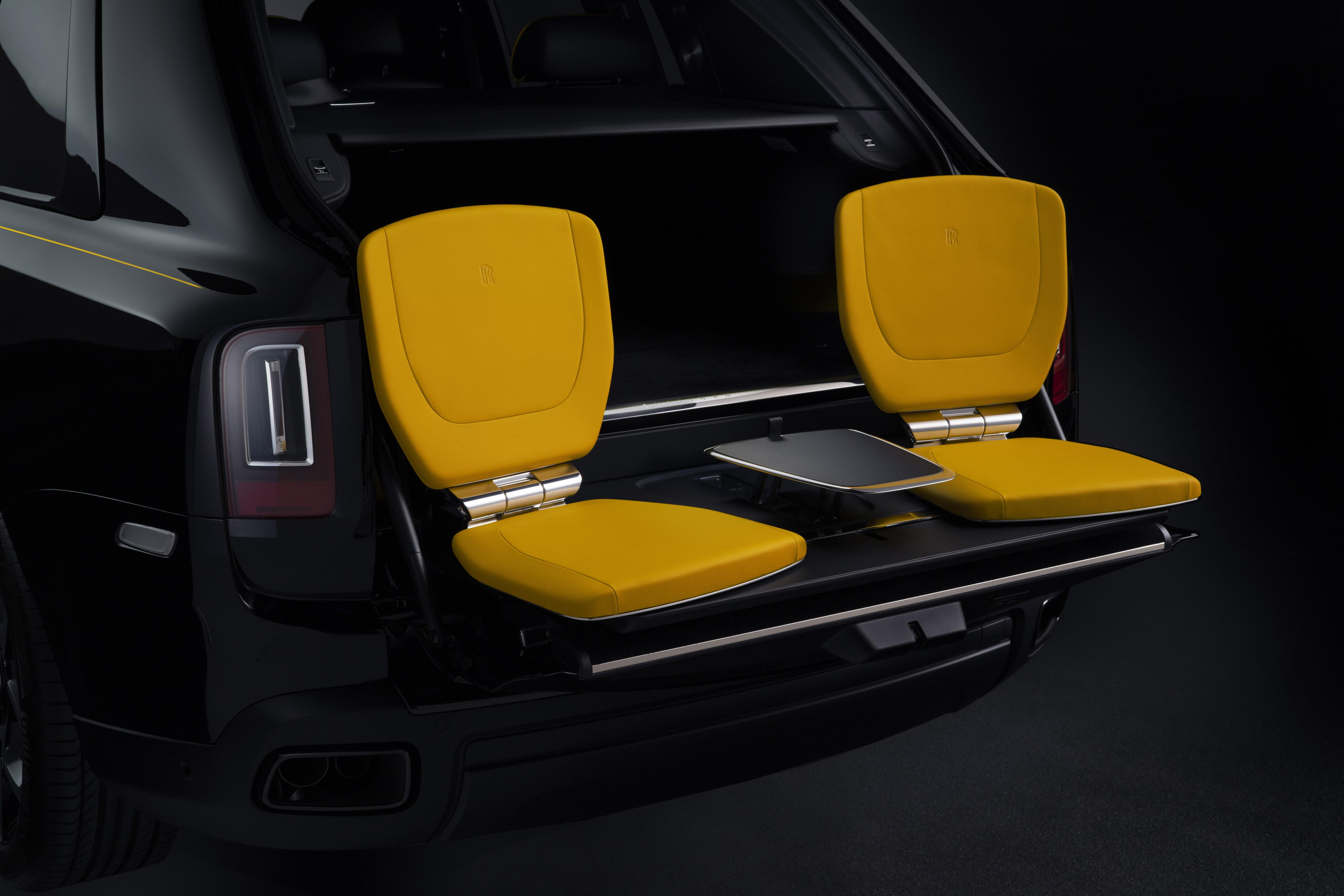 Rolls-Royce Cullinan Black Badge Picnic Seats