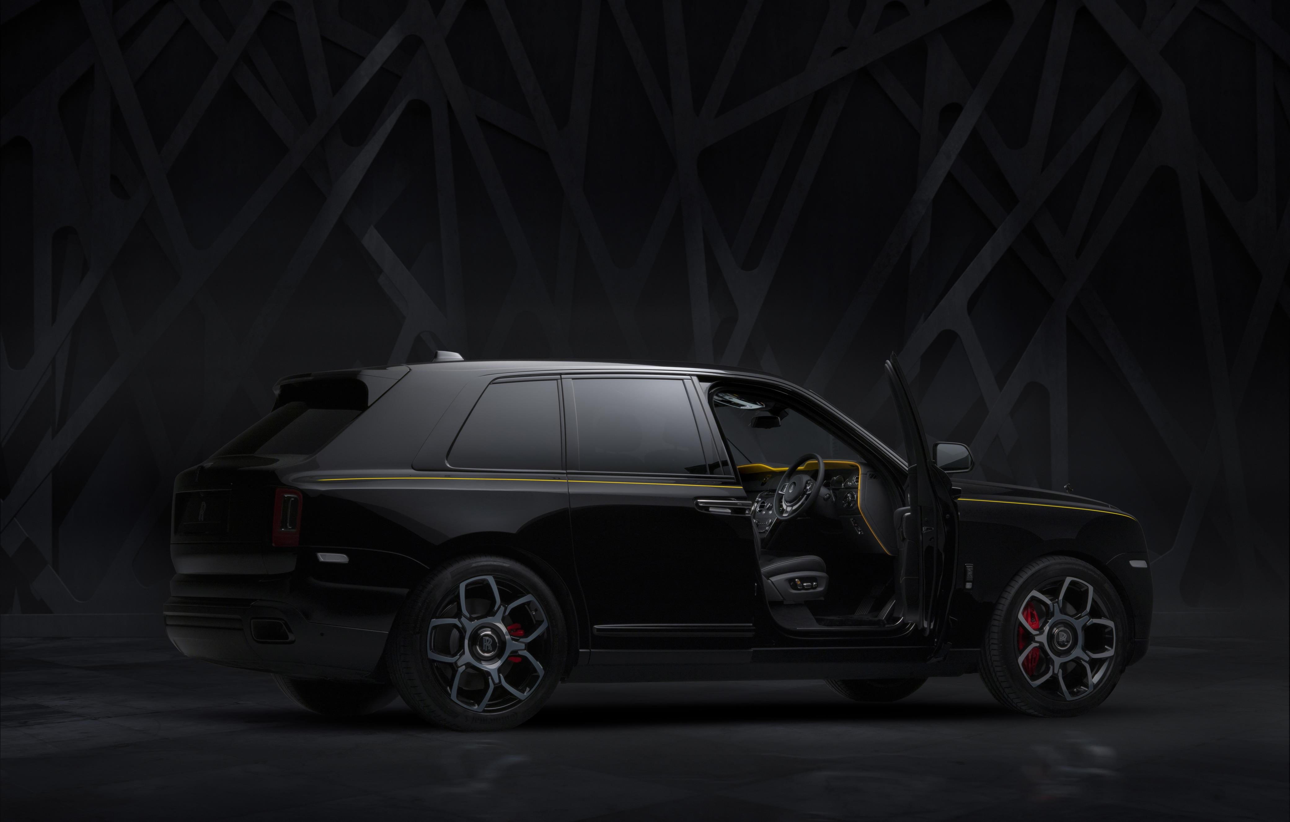 Rolls-Royce Cullinan Black Badge Side