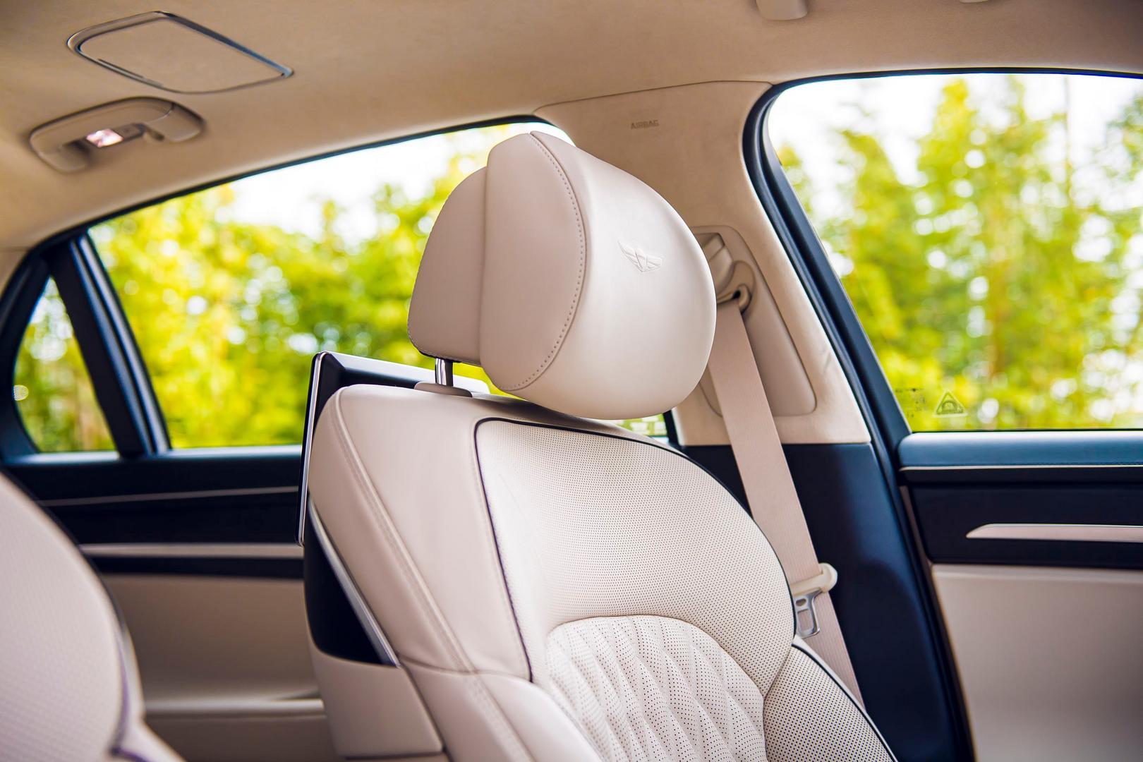 Genesis G90 Seats