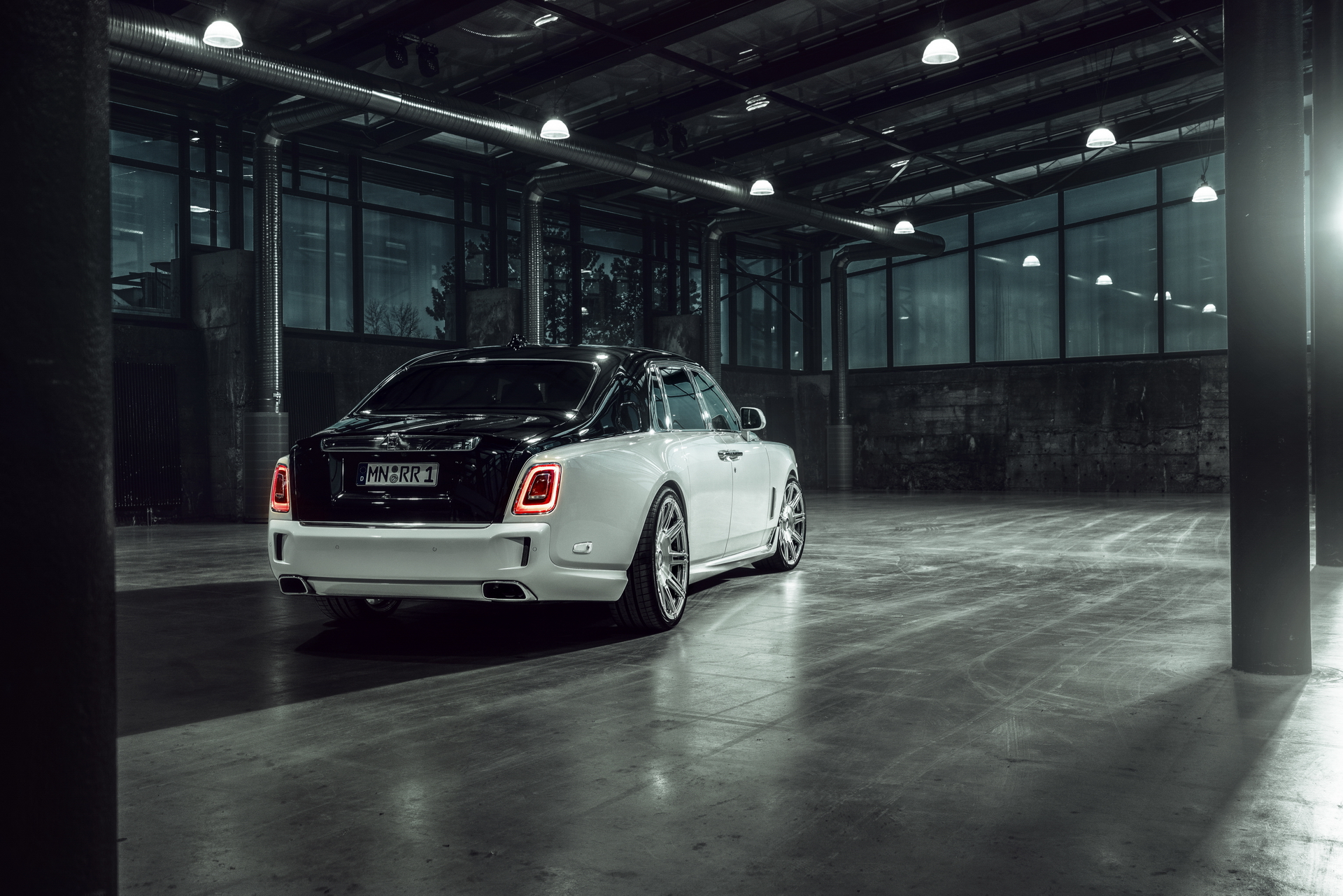Rolls-Royce Phantom 8 Rear